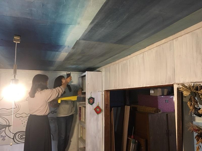 天井への和紙貼り