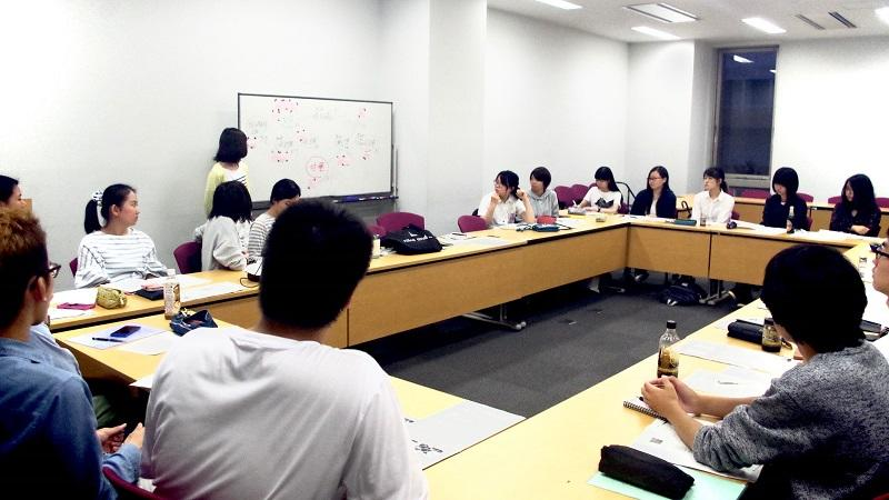 会議は学生の進行で進められます