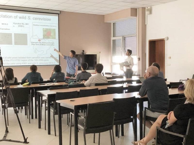 研究生より「華名城」の酵母の機能について発表