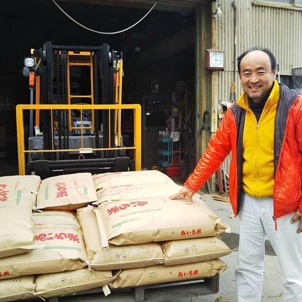 出来上がった酒造好適米を提供いただく農家の大嶋さん