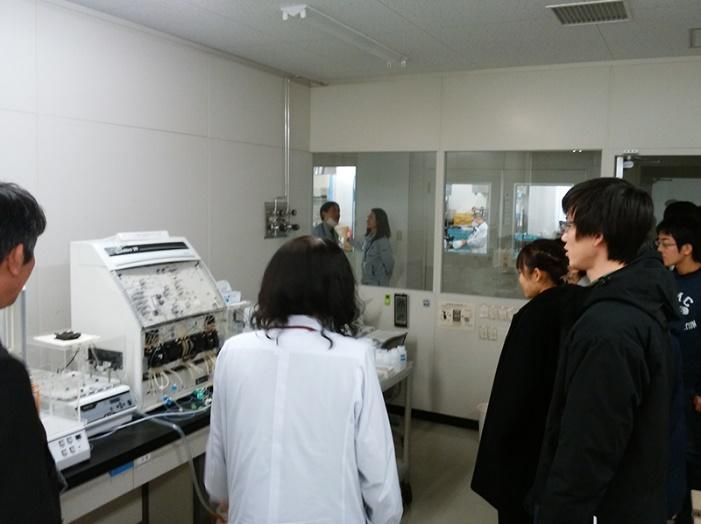 環境に関わる様々な分析機器が揃えられている。