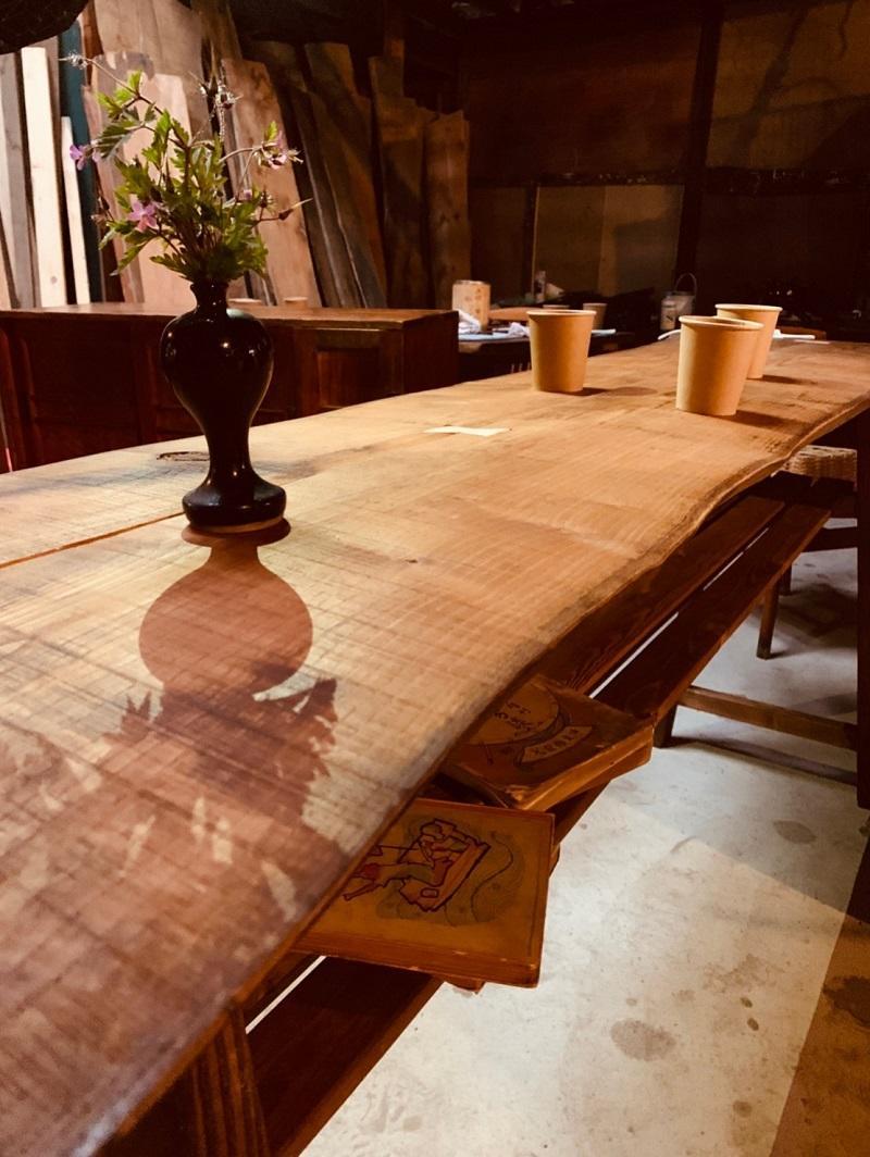 古材を使ったカウンターテーブル
