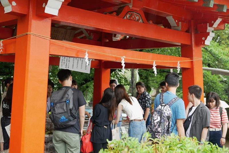 三光稲荷神社の手水場を見学