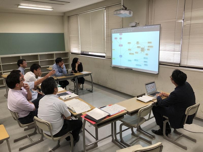 通常授業が行われている期間は、所属教科以外の教員とじっくり授業のことを話し合う時間は少なく、AL研究会の時間は貴重な機会となっています。