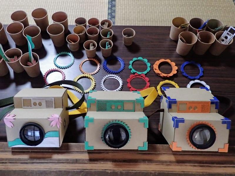 手作りのスマホ映写機の材料。