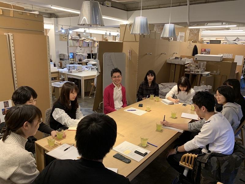 設計事務所にて、学生から建築家へのヒアリング。