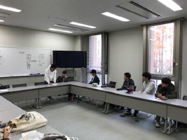 学生たちによるミーティングの風景