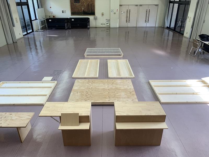 組み立て可能なように、大学で事前に制作したパーツを現場に持ち込む。