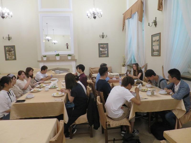 ワルシャワ大学の教職員食堂で昼食