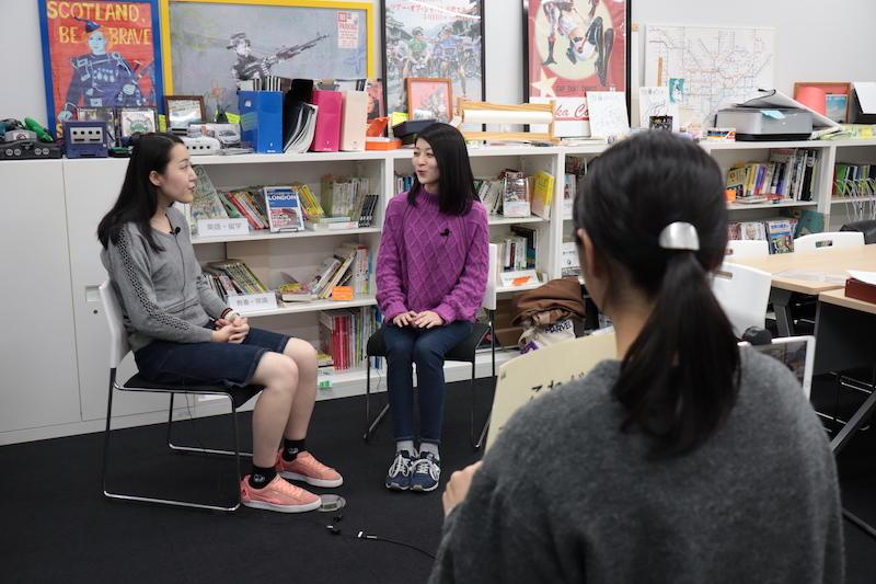 対談の動画には、監督として学生も加わっています。