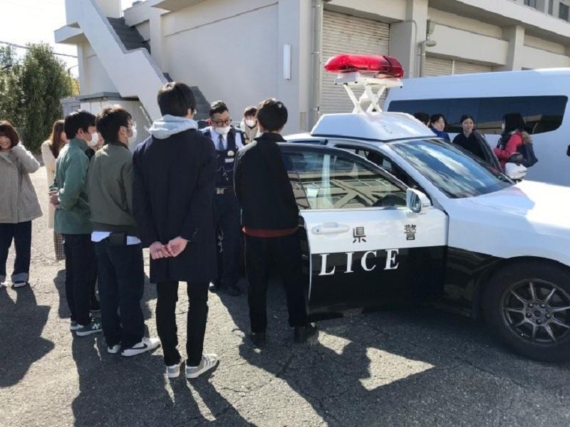 例えば愛知県警本部からどのように出動要請が来るかなど、現役警察官にしか知り得ない貴重なお話を聞くことができました。