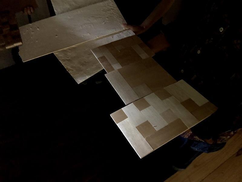蔵の中の薄暗い環境で、素材モックアップがどのように見えるかを確認する