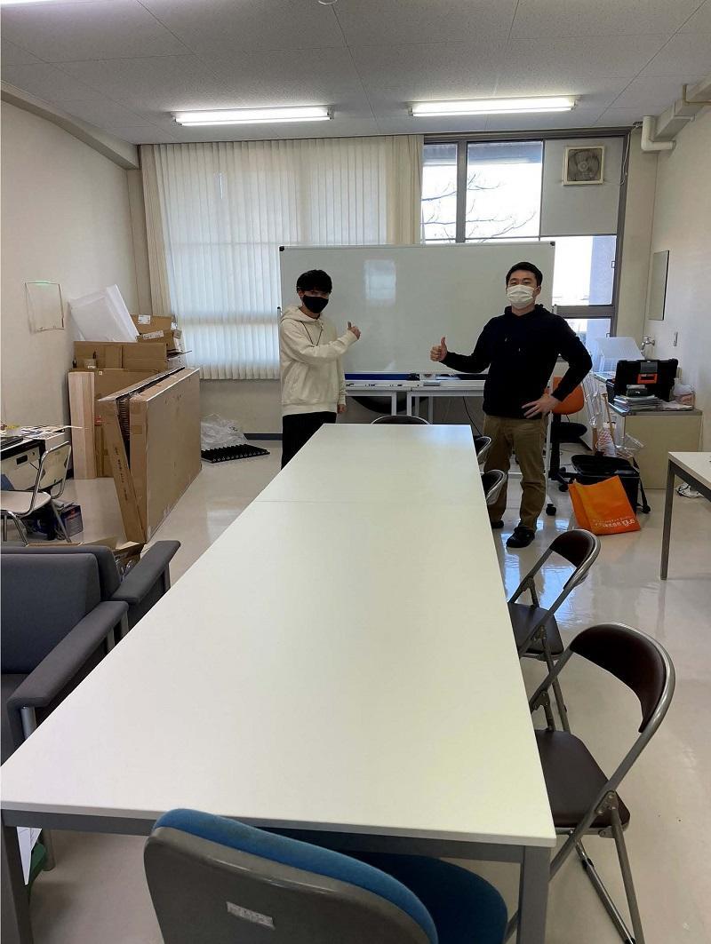 作業大とホワイトボード設置の様子
