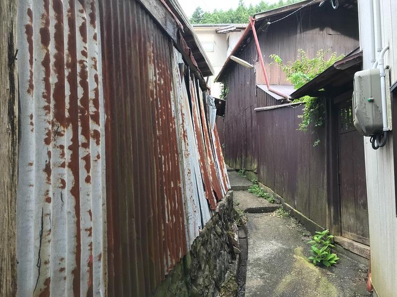 再生する小屋兼塀の様子(内から)
