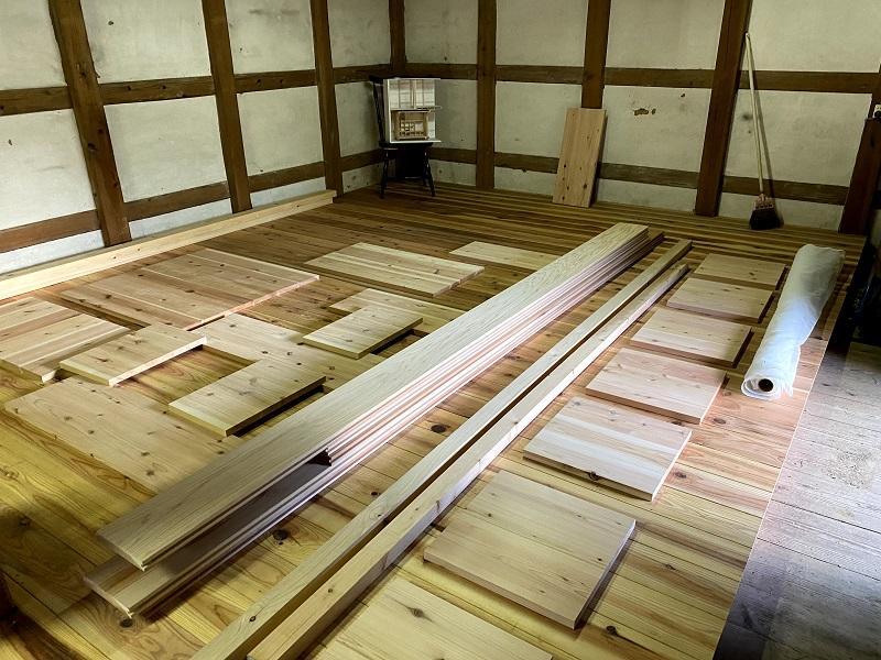 材料の杉板を切り出したところ