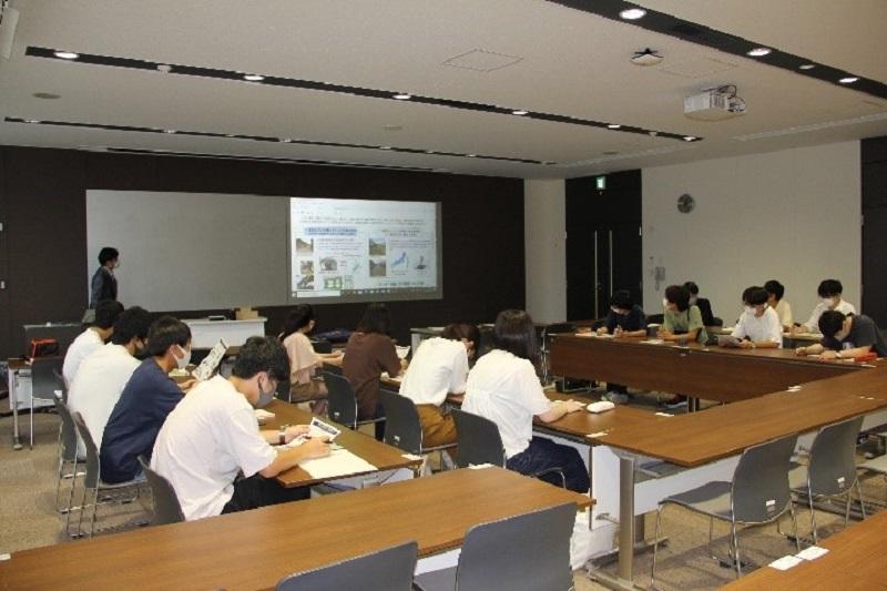 写真-1 家具の耐震対策に関する勉強会(2020年9月)