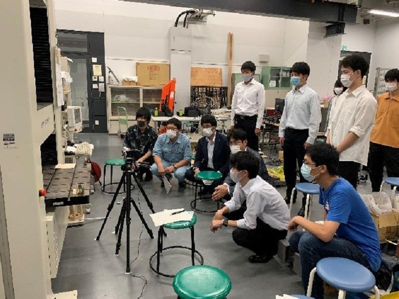 写真-2 高性能部材の検証実験の様子