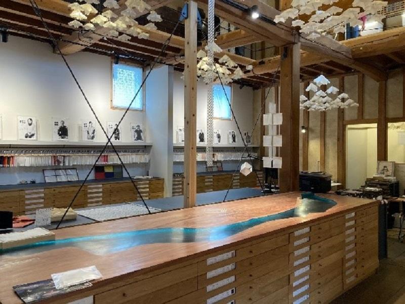 濃紙ギャラリーを兼ねたレセプションホール