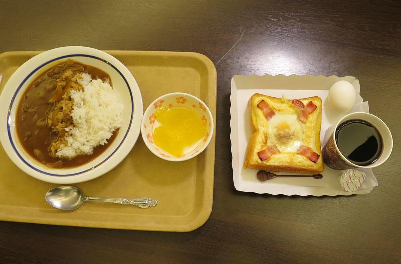 ラボカフェのベーコンエッグトースト(右)と名城食堂のカレーライス