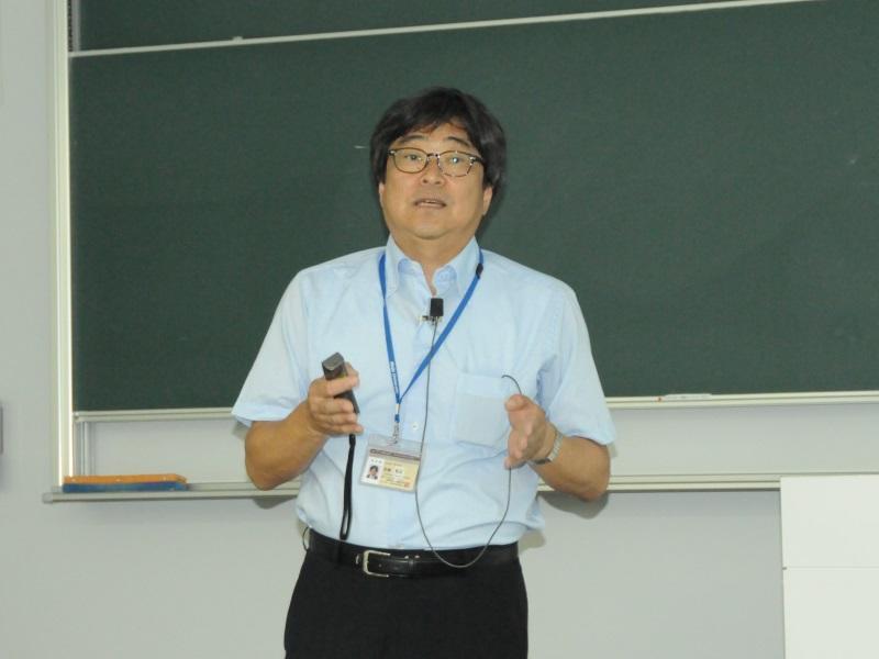 講演する宮嶋人間学部長