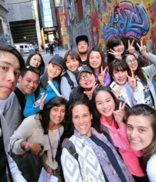 クラスの友人たちと遠足で訪れたHosier Laneのストリートアート