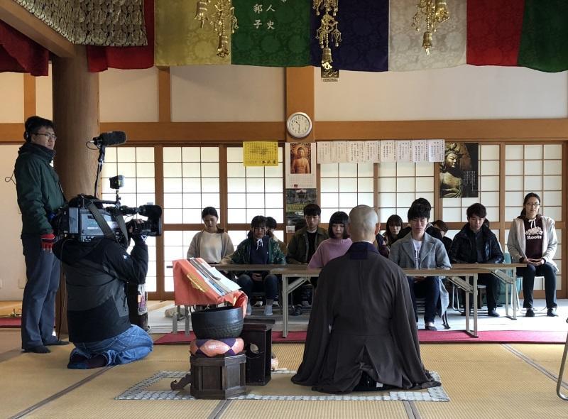 お寺体験の撮影風景