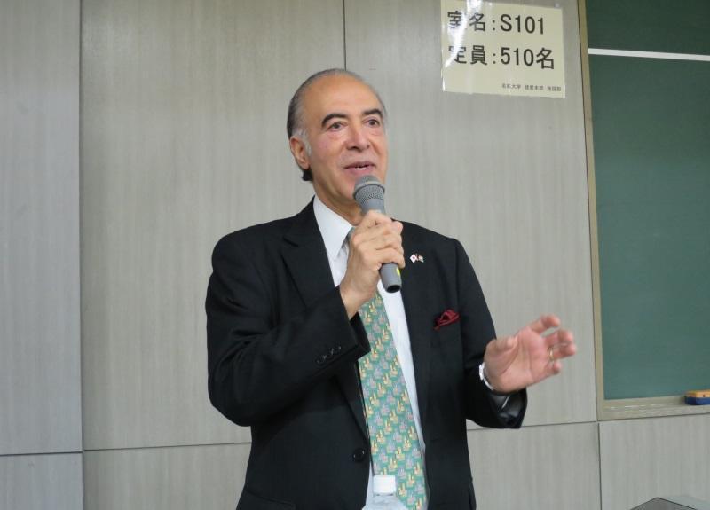 母校で講演するバシール・モハバット駐日アフガニスタン大使