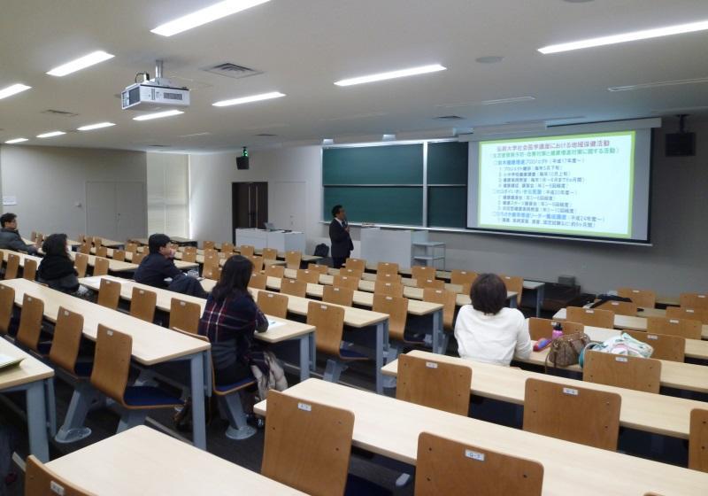 講演する梅田教授