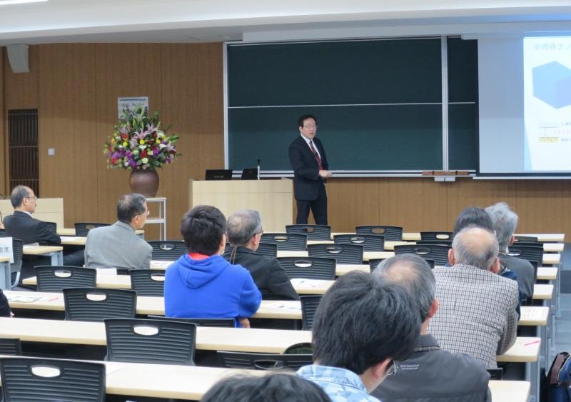 ナノマテリアル研究センター長の丸山教授の発表