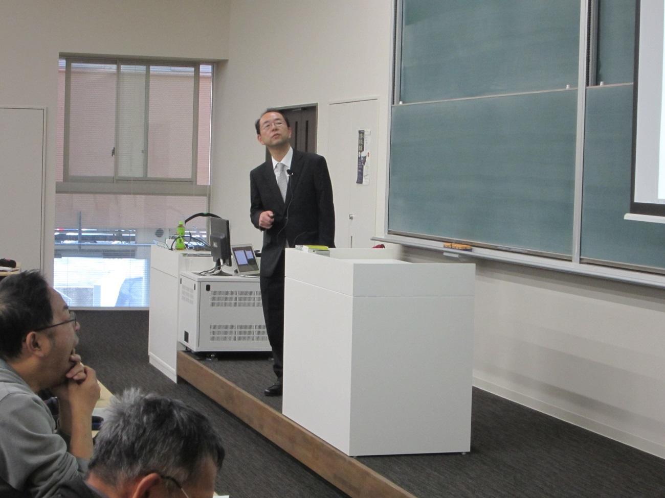 講演をする榛葉教授