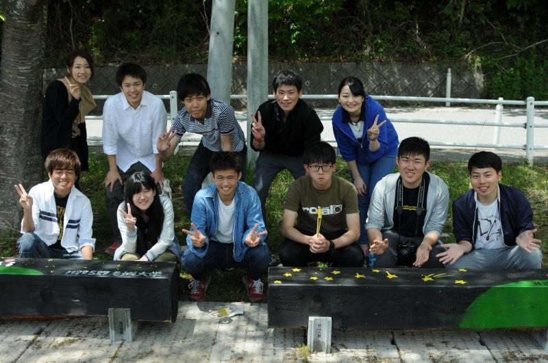 運動公園にベンチを設置した班のメンバー