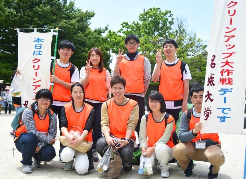当日リーダーの拜郷さん(前列中央)と清掃活動に参加したボラ協メンバー