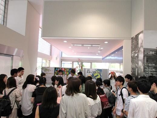 七夕抽選会でにぎわうタワー75学生ホール