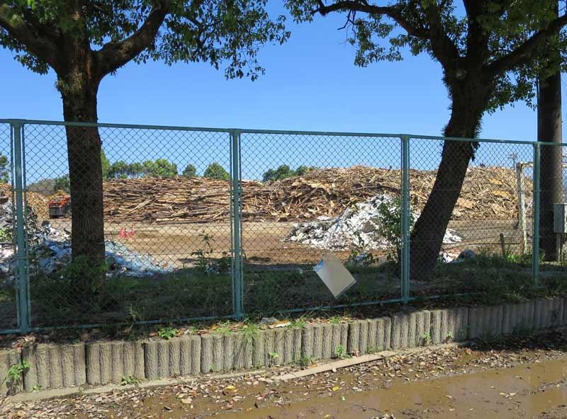 昨年8月の熊本県西原村の震災がれき仮置き場
