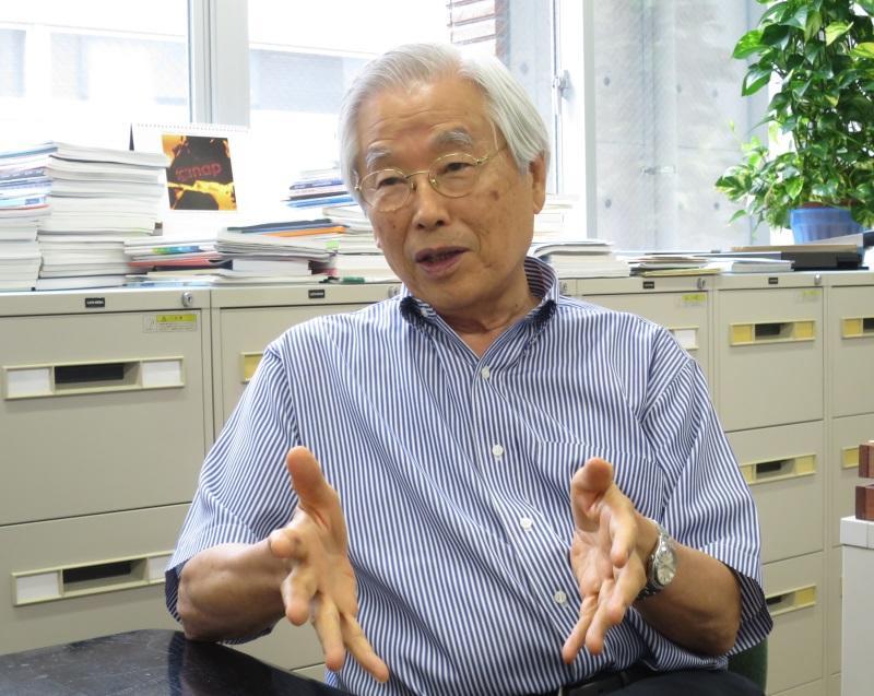 近況を語る飯島澄男終身教授