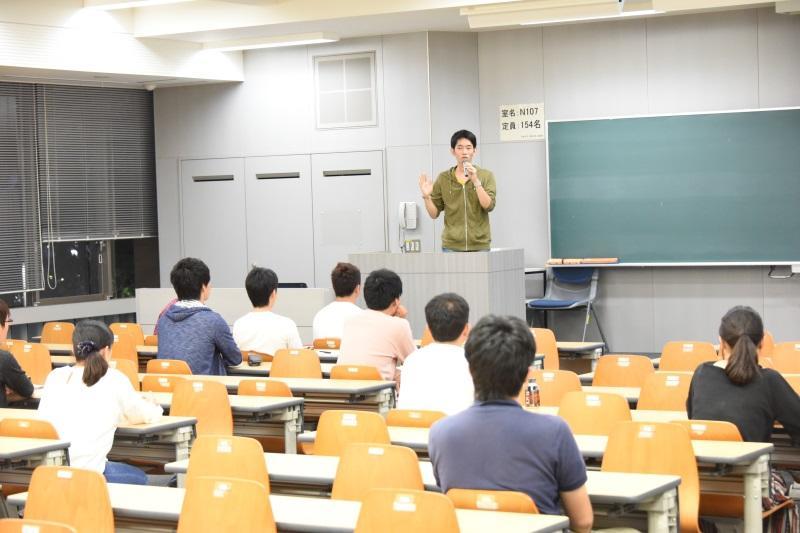 活動報告する松田さん