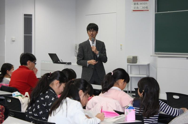 講演する竹内教授