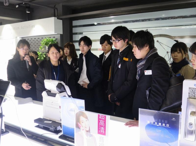 「中国のシリコンバレー」と呼ばれる中関村創業大街で、ここから出た起業家の製品を視察