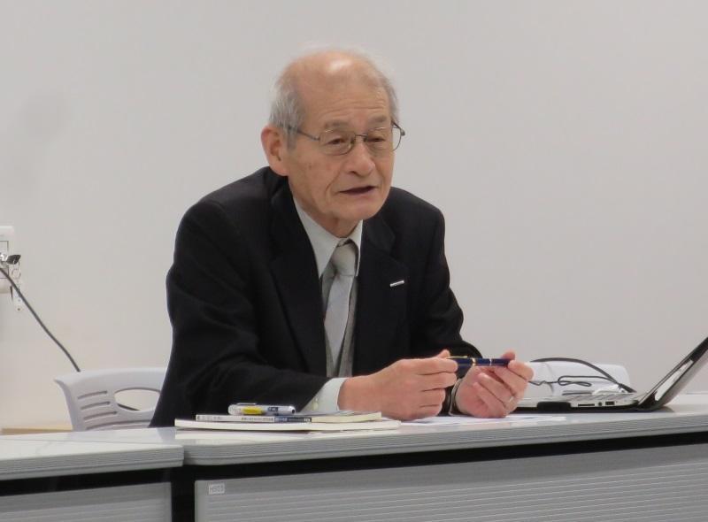 リチウムイオン電池開発の経緯を話す吉野彰教授