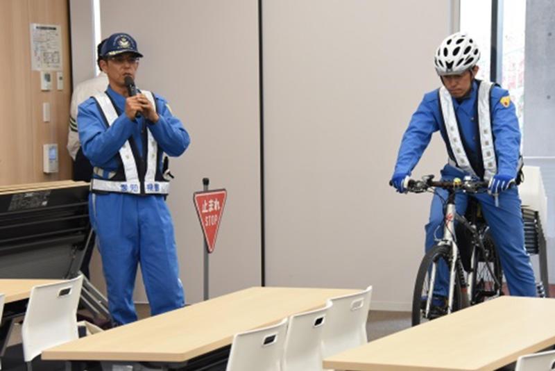 実際に自転車を使用し交通ルールを指導する「B-Force」の方々