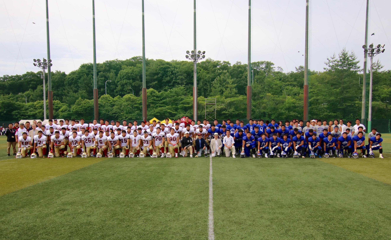 集合写真:中央に槇野監督、小笠原理事長、磯前副学長