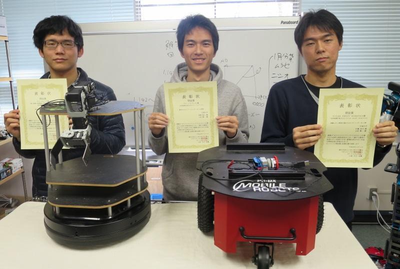 (左から)高御堂さん、真崎さん、村瀬さん