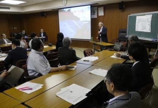 佐藤岐阜大学名誉教授による特別講演会の様子