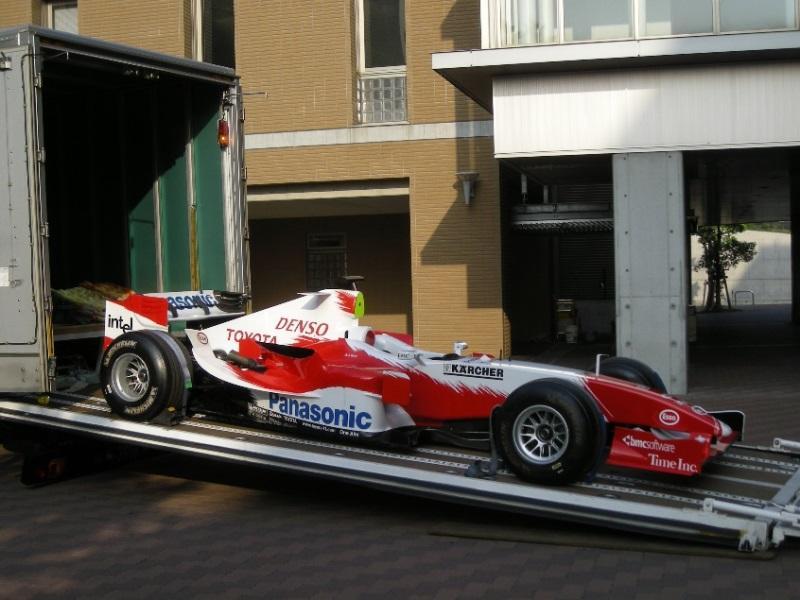 2008年9月に開催された年次大会で展示されたF1マシン搬入の様子