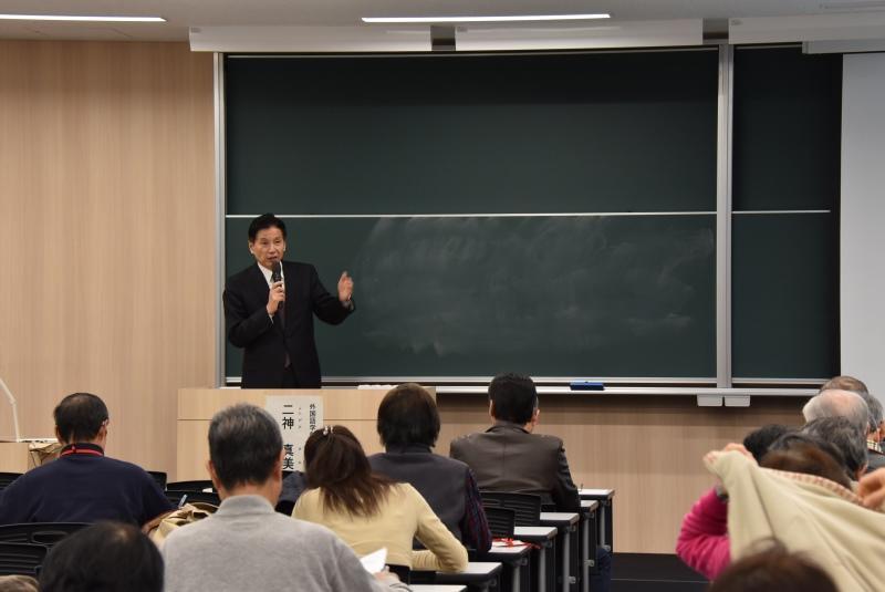 来期の開催について説明する堅田教授