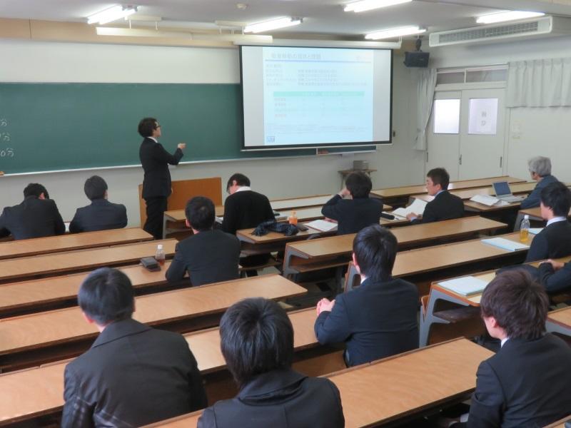 メカトロニクス工学科1期生の卒業研究発表