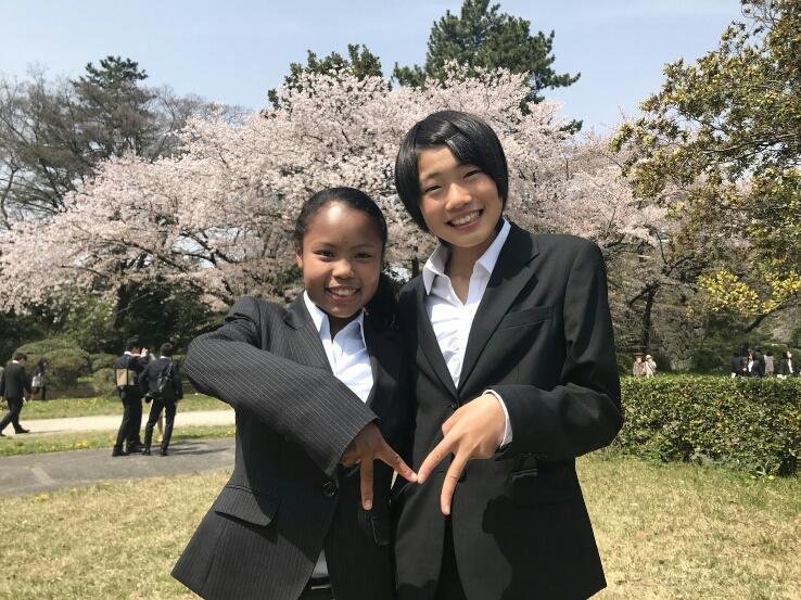 4月の入学式での髙松さん(左)と和田さん