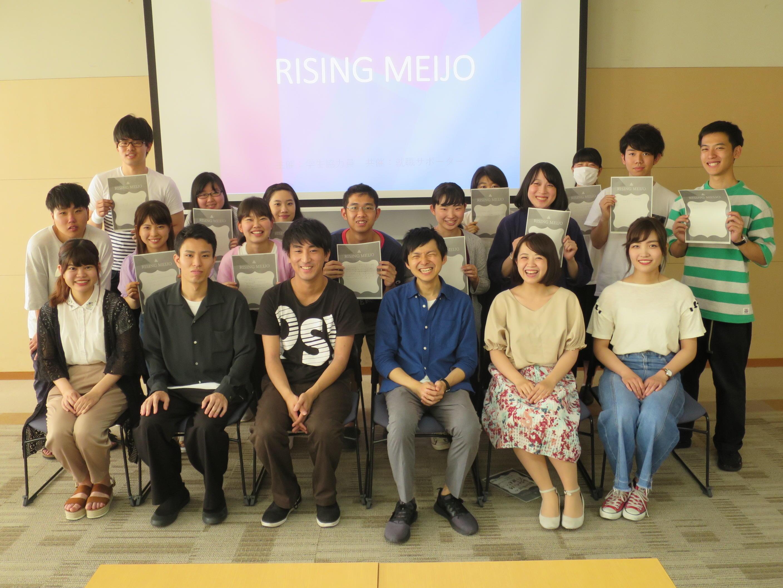参加した学生と運営した学生で記念写真