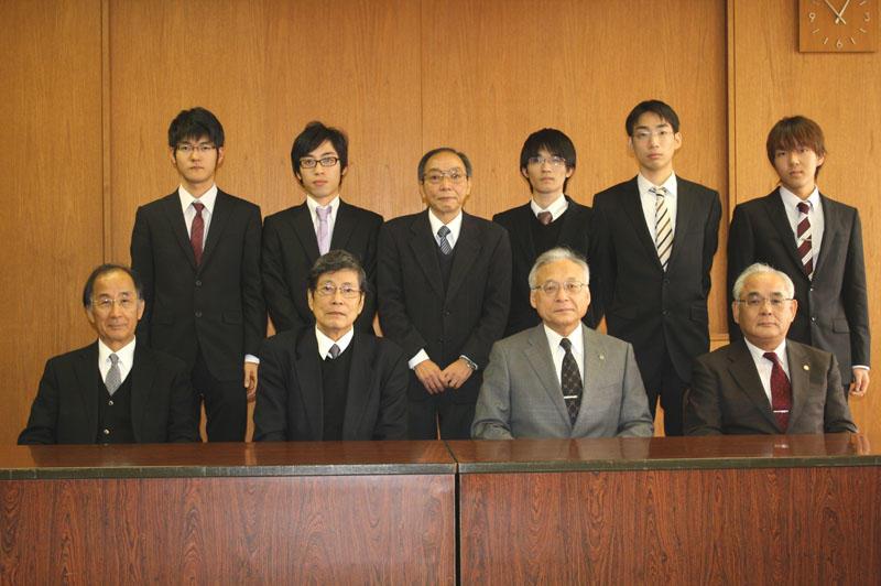 12月22日からの第44回学生王座戦出場を報告した将棋部
