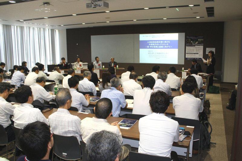 官・学の役割と連携に向けてパネル討論が行われたフォーラム(研究実験棟Ⅱ多目的室で)